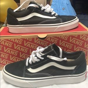 Old Skool Black/ White Vans size 7
